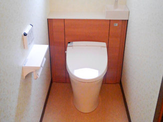 トイレリフォーム キャビネット付きで収納力ばつぐん!広くて清潔感のあるトイレ